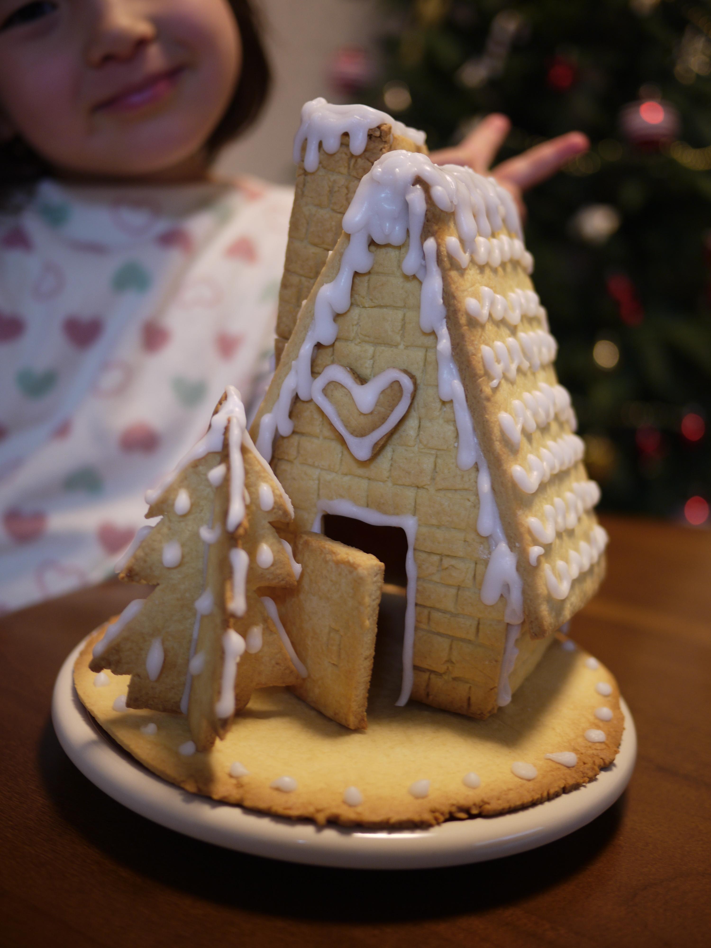 ジンジャーブレッドハウス を作ってみた!型紙も自分で作れば夢のお菓子の家が完成!